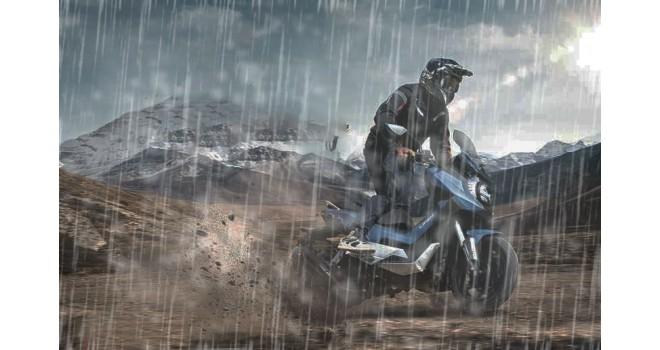 Под дождем на мотоцикле